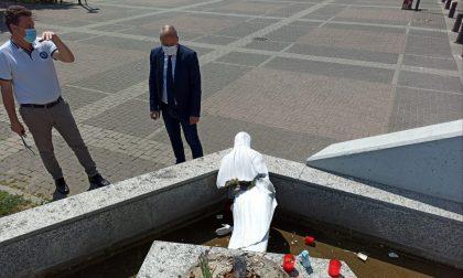 Caso di vandalismo: la statua danneggiata sul sagrato della Chiesa a Collegno