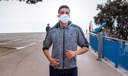 Rischio alcalosi e svenimenti durante la corsa con la mascherina: fate attenzione!