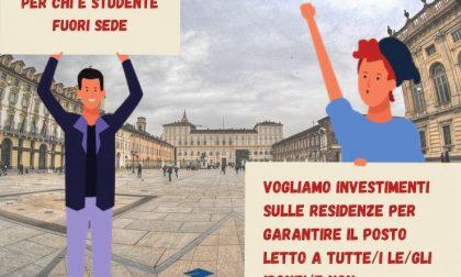 """Studenti in piazza: """"Diritto allo studio sia garantito"""" e minacciano fuga da città e Regione"""
