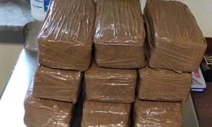 Folle inseguimento in tangenziale: arrestato con 10 kg di droga in auto FOTO