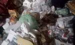 Anziana trovata in gravi condizioni in un appartamento pieno di rifiuti, escrementi e animali