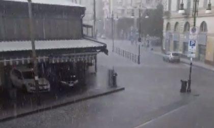 Maltempo nel Torinese, 80 mm di pioggia in pochi minuti e strade allagate