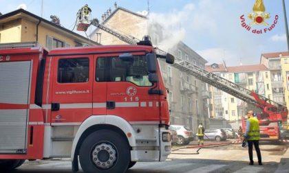 Incendio in appartamento, madre si lancia dal balcone con la figlia di due anni: entrambe gravi