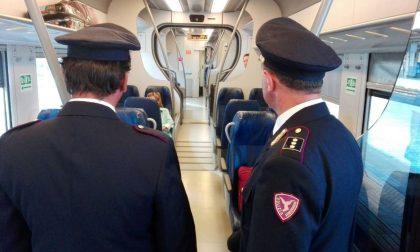 Rissa sul treno, ragazzi rompono finestrini: convoglio fermo due ore