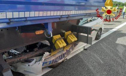Auto sotto un tir in A4: ferita una 21enne di Cuorgnè