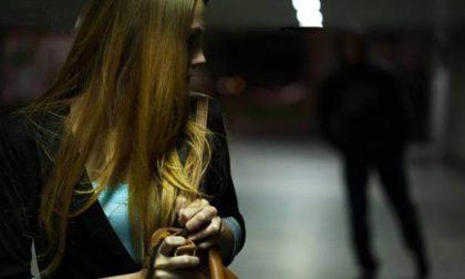 Stalker riprende a perseguitare giovane commessa dopo la fine del lockdown