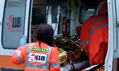 Cade dal monopattino e batte violentemente la testa: 25enne in ospedale