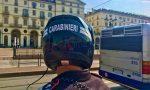 Per sfuggire ai carabinieri un pusher si nasconde sul bus e inghiotte la droga
