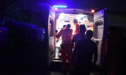 L'incidente di un'auto contro uno scooter rivela dei misteri: targa intestata a un morto