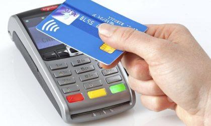 Da oggi su metro e bus si può pagare con carte contactless