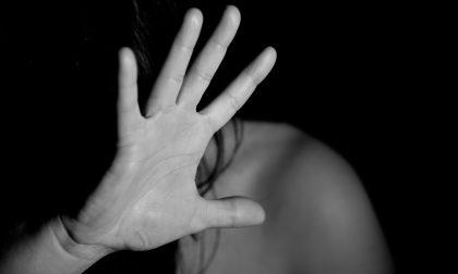 Ospitalità in cambio di prostituzione: un cliente la salva dai suoi aguzzini