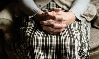 Il centro anziani non riapre dopo il Covid: depressa si butta dalla finestra