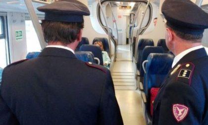 Polfer denuncia 55enne sul treno per Torino: ubriaco e armato maltrattava il suo cagnolino