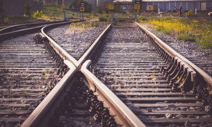 Tragedia sui binari: uomo muore investito dal treno vicino alla stazione