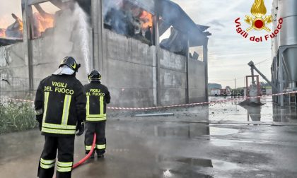 Incendio in un capannone agricolo LE FOTO