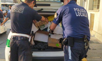 Sacchetti di plastica venduti abusivamente: maxi sequestro