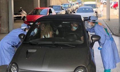 Tamponi in aeroporto e pit stop per chi rientra in auto: ecco come funziona nel Torinese