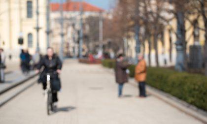 Ladra di biciclette in fuga: il proprietario non molla, la rincorre e la fa arrestare