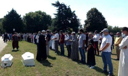 A Torino il funerale delle due sorelle schiacciate da un albero