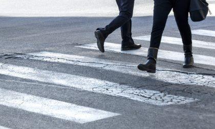 A Torino per avere strade più sicure spunta la proposta delle multe ai pedoni che attraversano col rosso