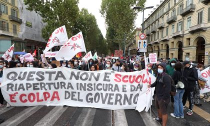 La Cub porta in strada a Torino la protesta sulla scuola FOTO