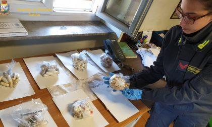 Sull'autobus dalla Francia con un centinaio di ovuli di cocaina nello stomaco FOTO