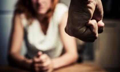 Picchia la convivente con pugni in faccia e sul corpo: arrestato 39enne violento