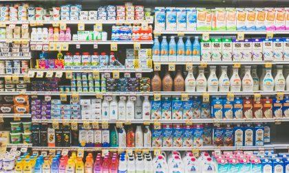 Se ne va dal negozio con oltre 200 euro di prodotti non pagati, ma la commessa non ci sta