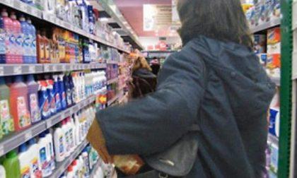 """Presa la """"compagnia dei cosmetici"""": rubati rossetti, mascara e spazzolino da denti"""