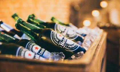 Poliziotti intervengono per sedare una colluttazione nata per una birra