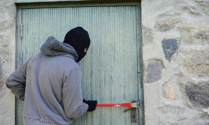 Tentano furto in appartamento ma scatta l'antifurto e tocca scappare