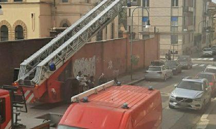 Incendio in un appartamento a Torino, 15 persone evacuate