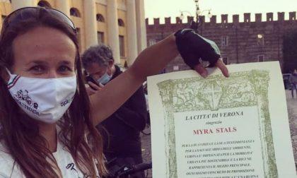 A che punto è l'eco impresa di Myra? Partita da Torino in bici per raccogliere plastica abbandonata