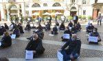 """""""Siamo a terra: chiediamo rispetto morale e intellettuale""""il flash mob di Piazza Carignano"""