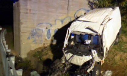 Furgone fuoristrada sulla Torino-Savona: muoiono due giovani operai torinesi