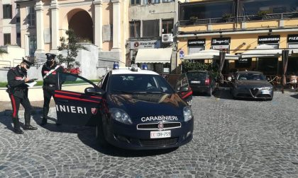 Accoltellato in piazza a Moncalieri: un 33enne fermato per tentato omicidio
