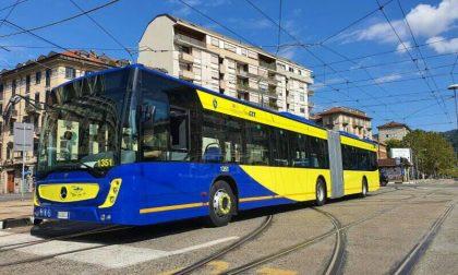 Deraglia un tram a Torino e finisce sulla banchina della fermata: traffico in tilt