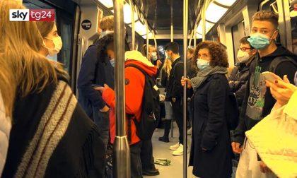 Viaggio sui mezzi pubblici di Torino: tutti stipati su bus e tram