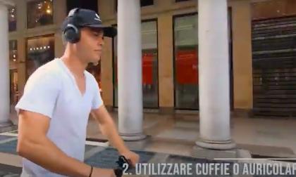 Video tutorial per imparare ad andare in bici e monopattino in tutta sicurezza. Funzionerà?