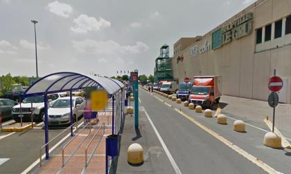 Famigliola arrestata per furto nel parcheggio del centro commerciale Le Gru