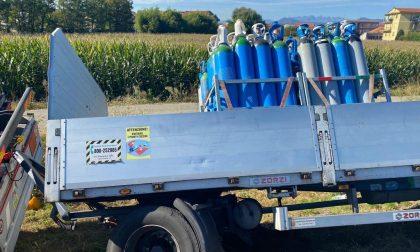 Camion pieno di bombole di ossigeno si ribalta a Caselle