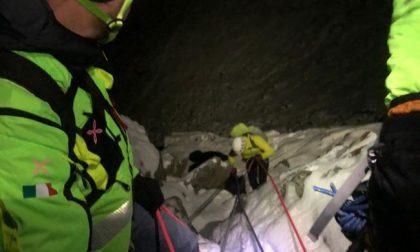Salvati nella notte i due alpinisti di Torino rimasti incastrati con le corde durante una discesa