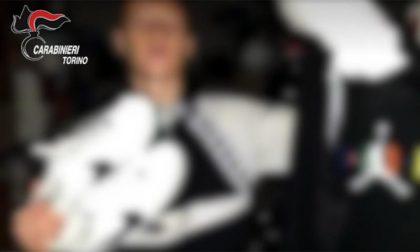 Picchiano e rapinano un 15enne e pubblicano sui social le foto con la refurtiva