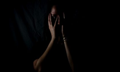 Marito ossessionato dalla gelosia minacciava la moglie di cacciarla di casa e di non farle più vedere i bambini
