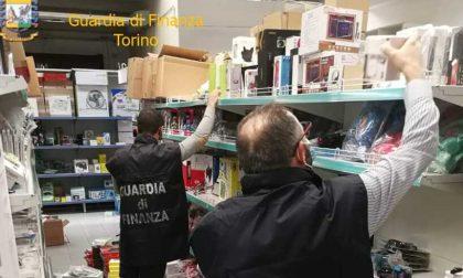 Maxi sequestro della Guardia di Finanza in uno store: 10mila articoli pericolosi per la salute FOTO
