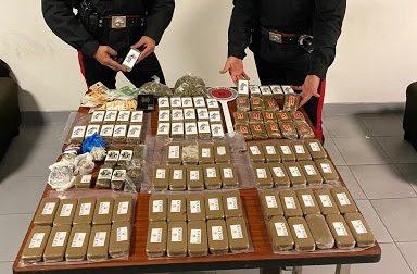 Undici chili di hashish e marijuana in casa, arrestato 59enne di Beinasco