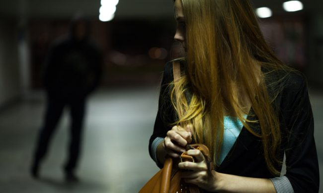 Rapinata della borsetta di notte sotto casa vicino a Porta Nuova: poi arriva il rider