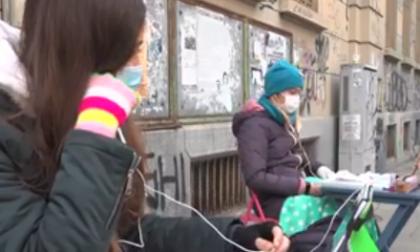 La lotta di Anita contro la Dad si allarga: stamattina in 20 a protestare fuori dal Gioberti