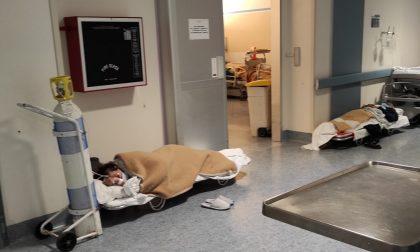 Pazienti Covid per terra in ospedale: video shock