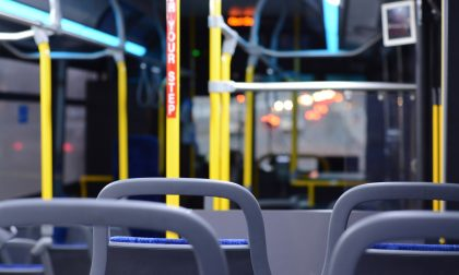 Dramma sull'autobus: uomo muore colto da malore, inutili i soccorsi